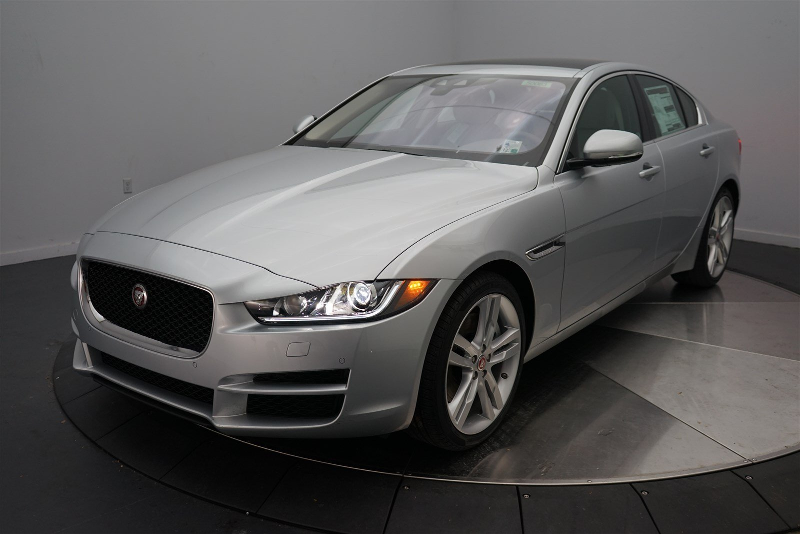 new 2017 jaguar xe 35t prestige 4 door sedan in shreveport 50063 jaguar of shreveport. Black Bedroom Furniture Sets. Home Design Ideas